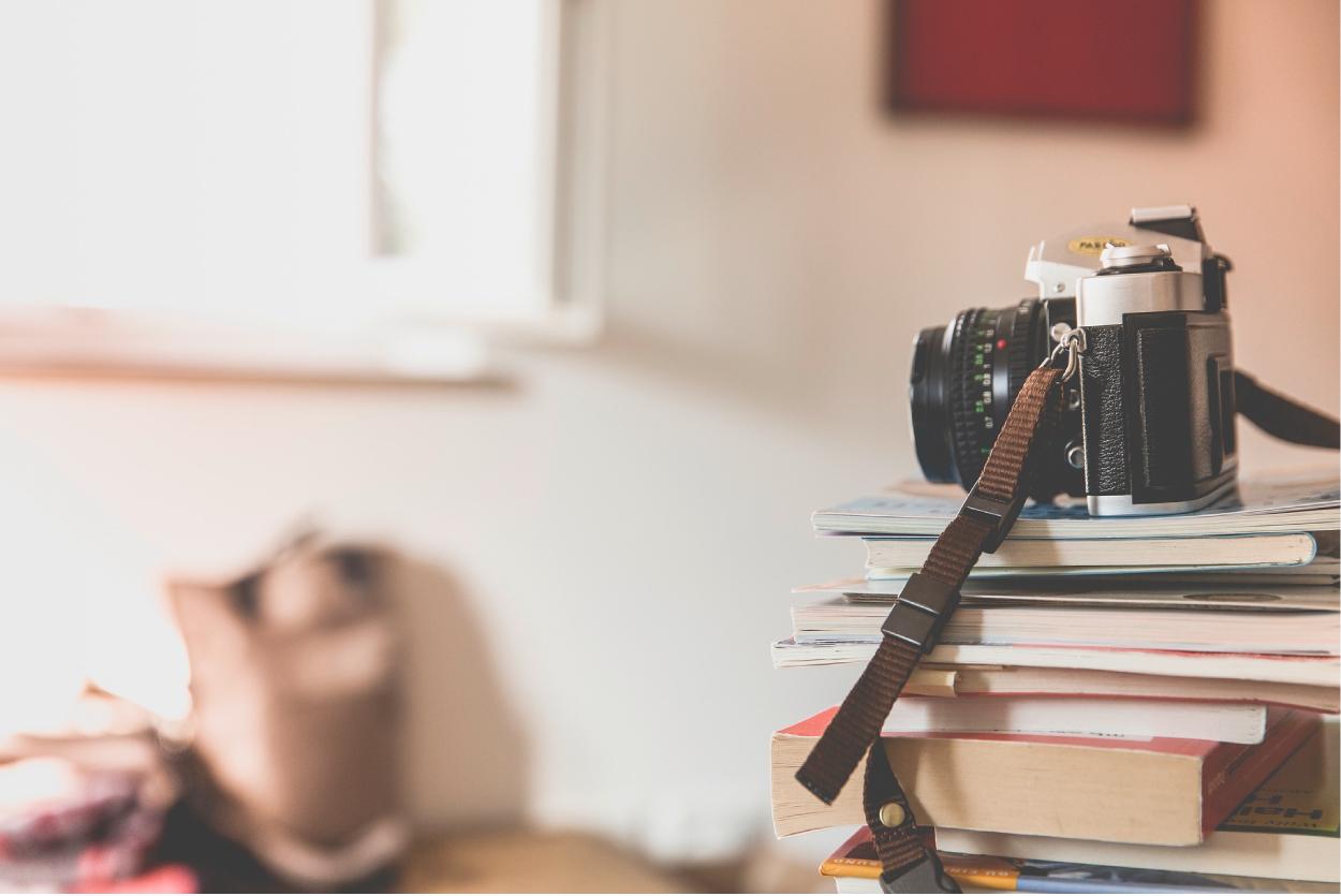 カメラと書籍と部屋