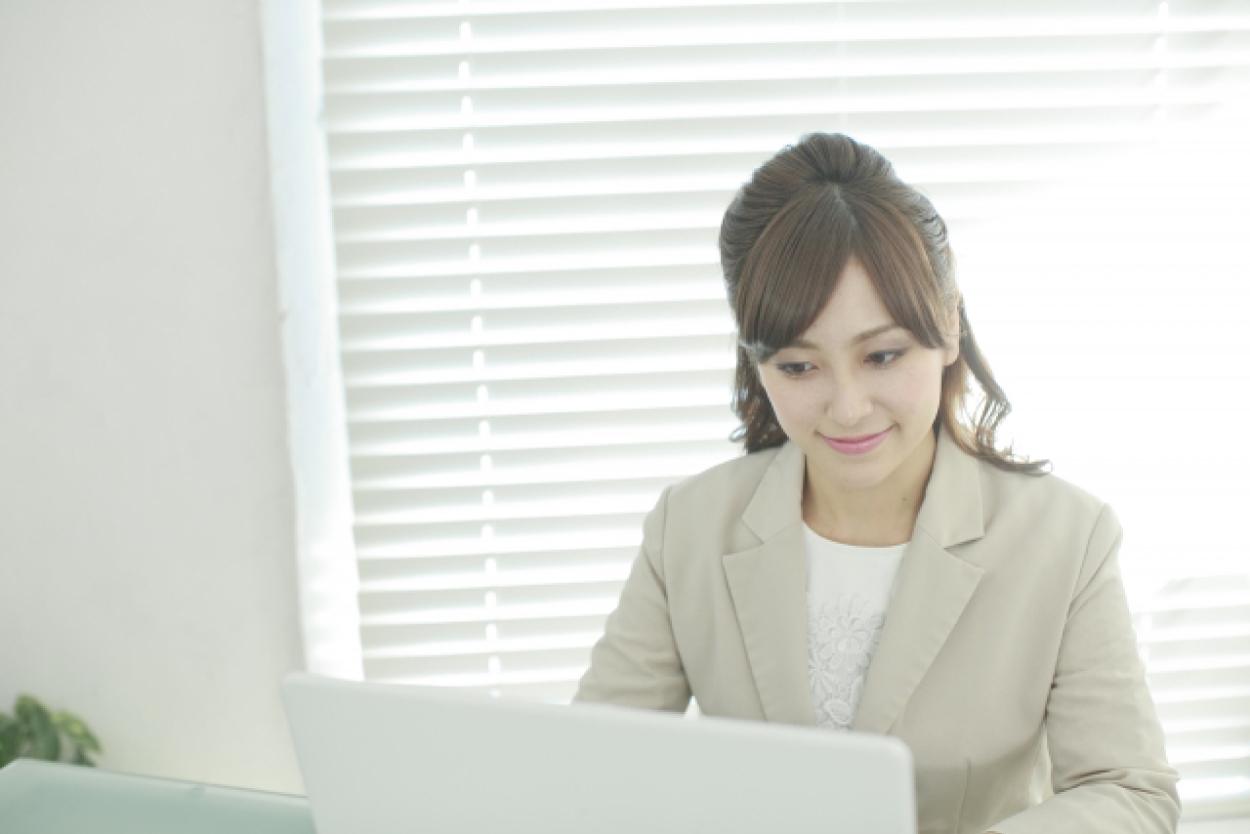 オフィス 女性 パソコン