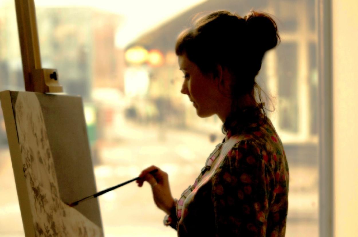 絵 女性 絵描き