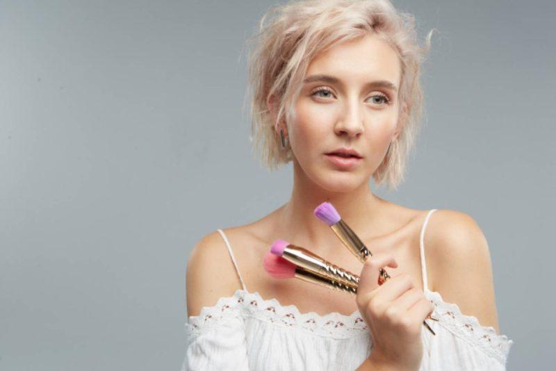 女性 外国人 メイク 化粧
