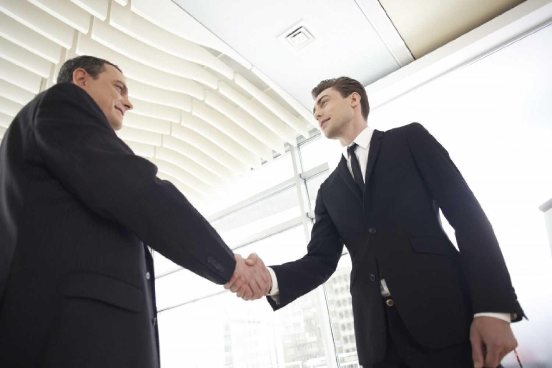 ビジネスパーソン 男性 スーツ