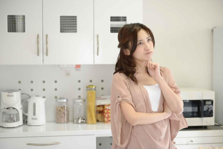 キッチン 女性 家電