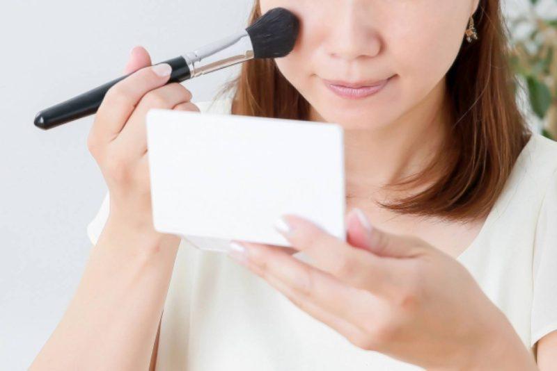 女性 メイク 化粧 メイクブラシ