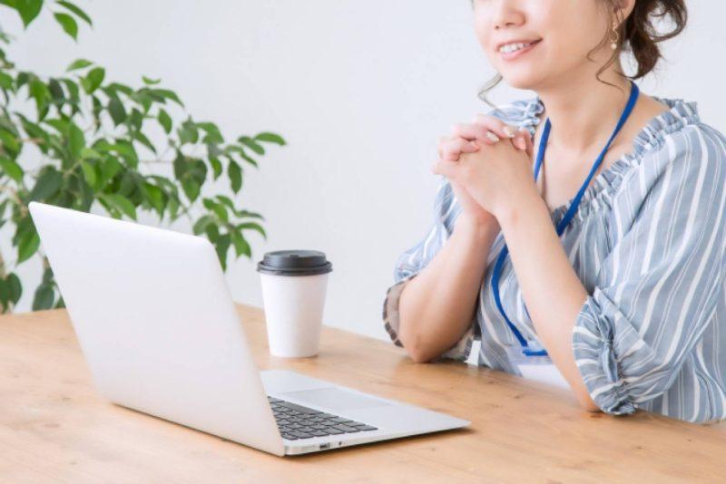 女性 ビジネスパーソン OL パソコン