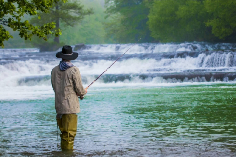 釣り 男性 川 渓流