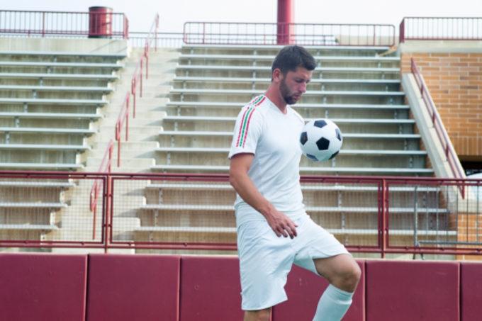 サッカープレイヤー 選手 リフティング