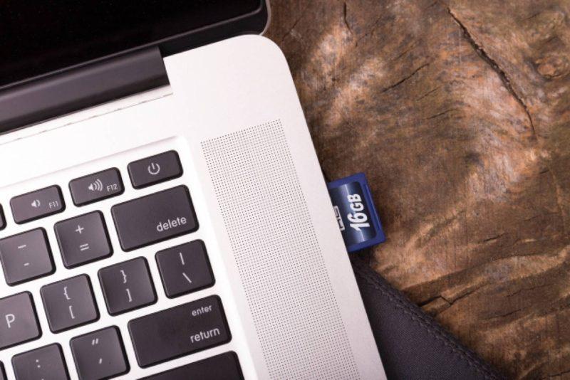 ノートパソコン SDカード オフィス ビジネス