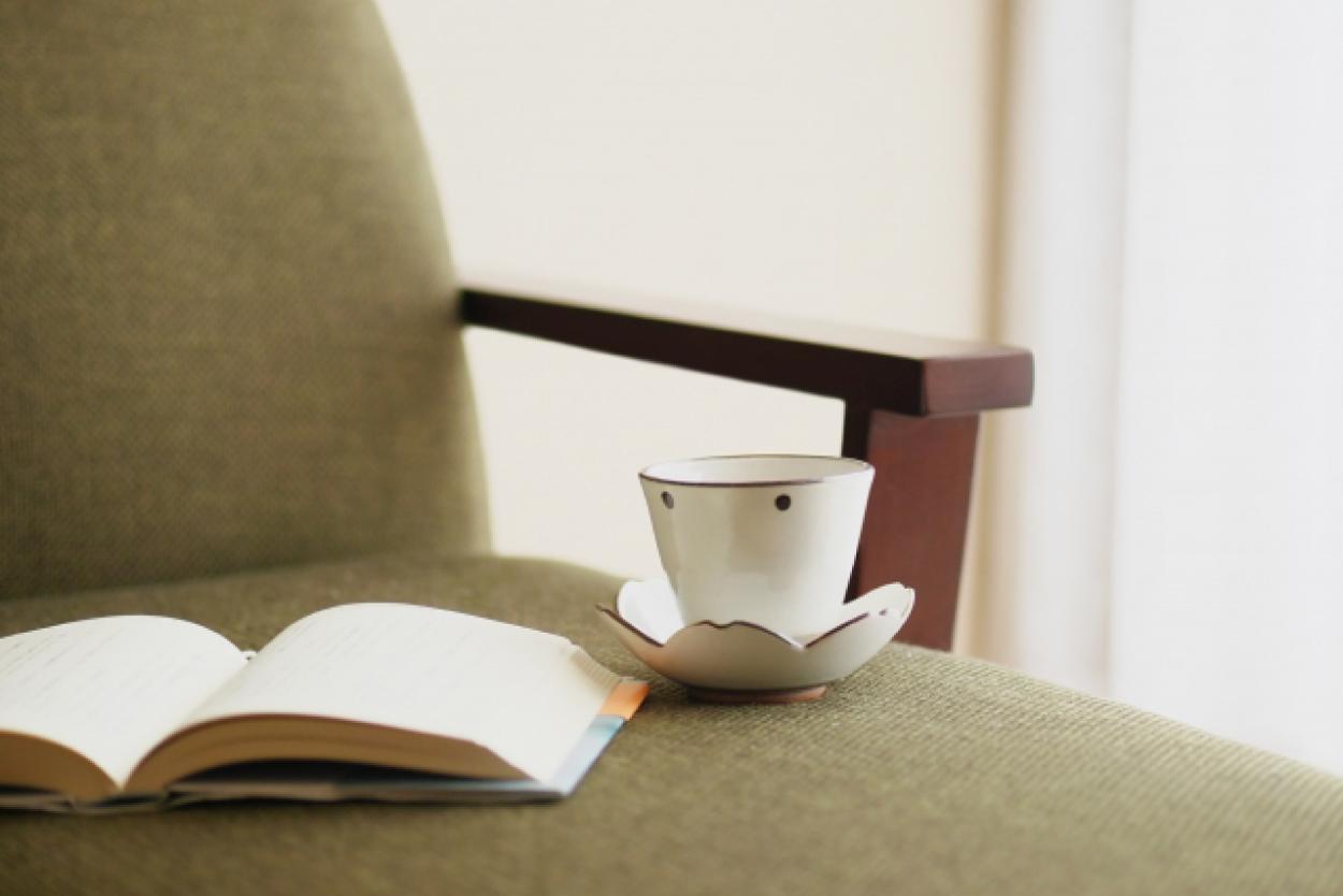 ソファ 本 コーヒー