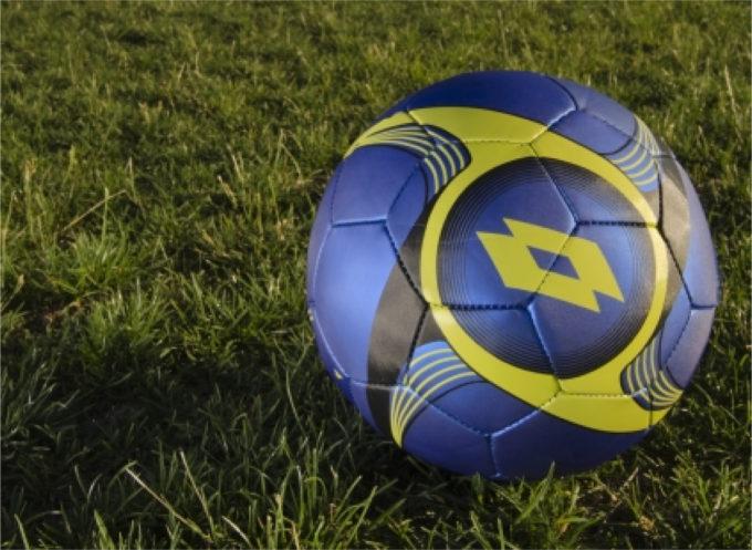 サッカーグラウンド サッカーボール 芝