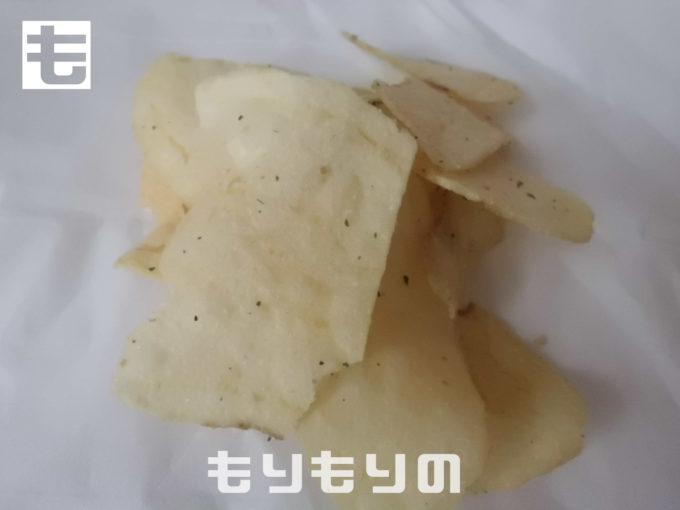 山芳製菓 ポテトチップス 北海道サワークリームオニオン味 中身