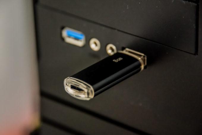 デスクトップパソコン USB端子 USBメモリ