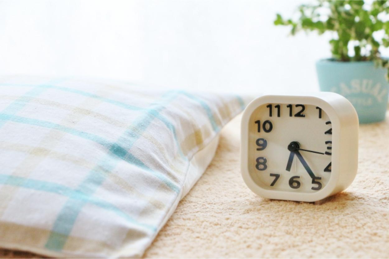 目覚まし時計 まくら 寝室