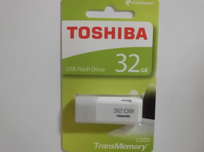 東芝 TOSHIBA USBメモリ32GB パッケージ表面