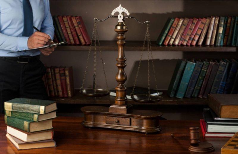 天秤 法律 裁判
