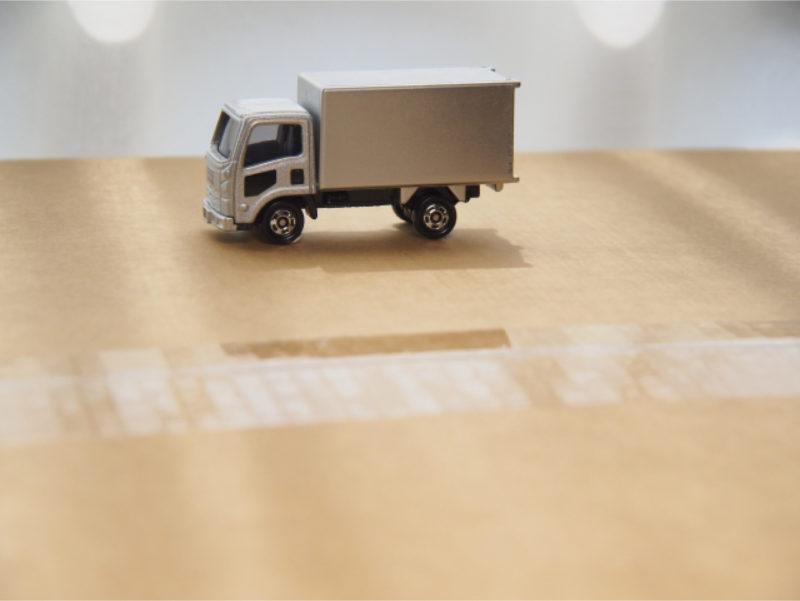 宅配 荷物 トラック