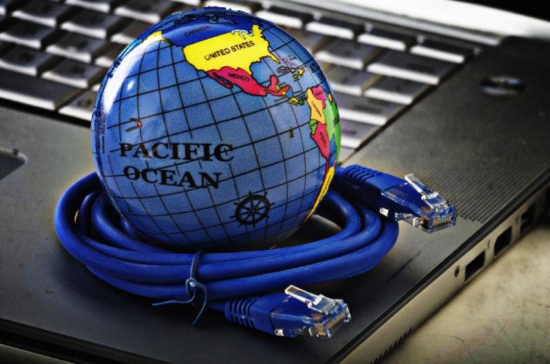インターネット ノートパソコン 地球儀 LANケーブル
