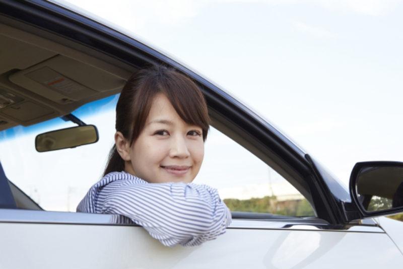 車 女性 駐車