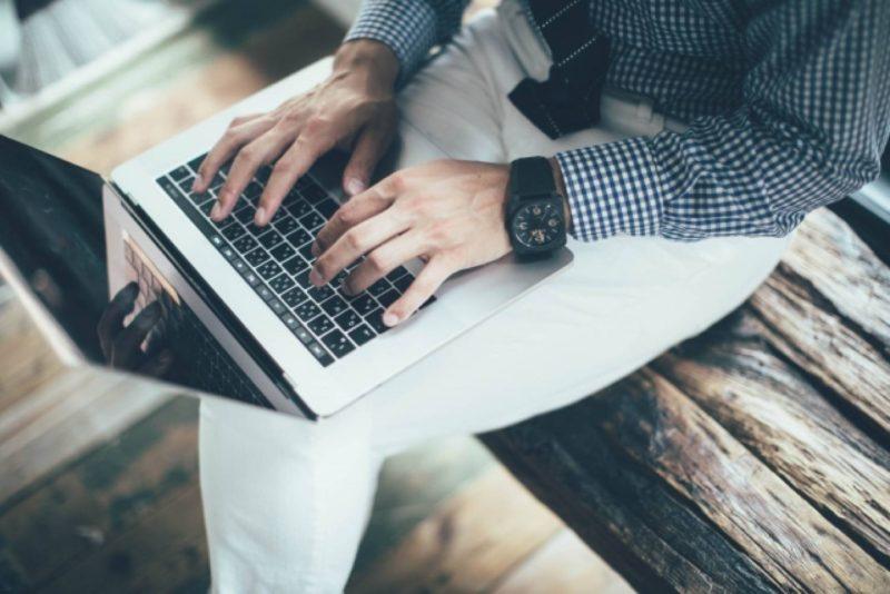ノートパソコン ビジネス オフィス