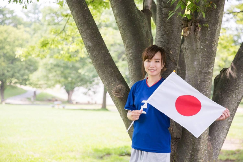 サッカー 日本 日の丸 女性 観戦