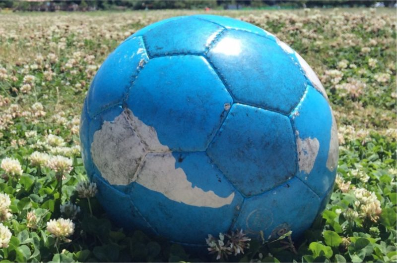 サッカーボール 芝
