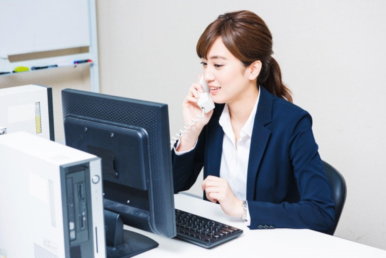 女性 オフィス 仕事 ビジネスパーソン