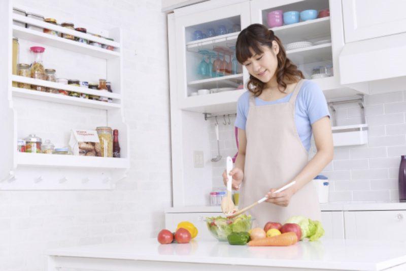 キッチン 料理 家電 女性