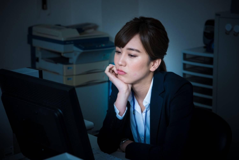 女性 オフィス ビジネスパーソン