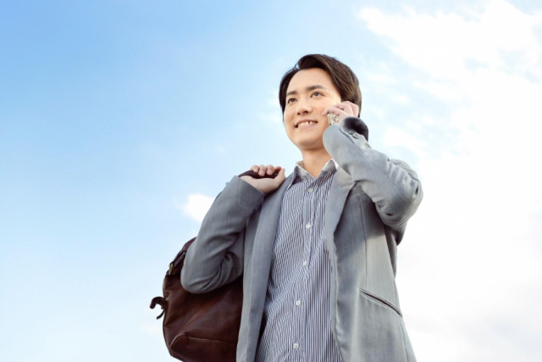 男性 ビジネスマン ビジネスパーソン バッグ 携帯