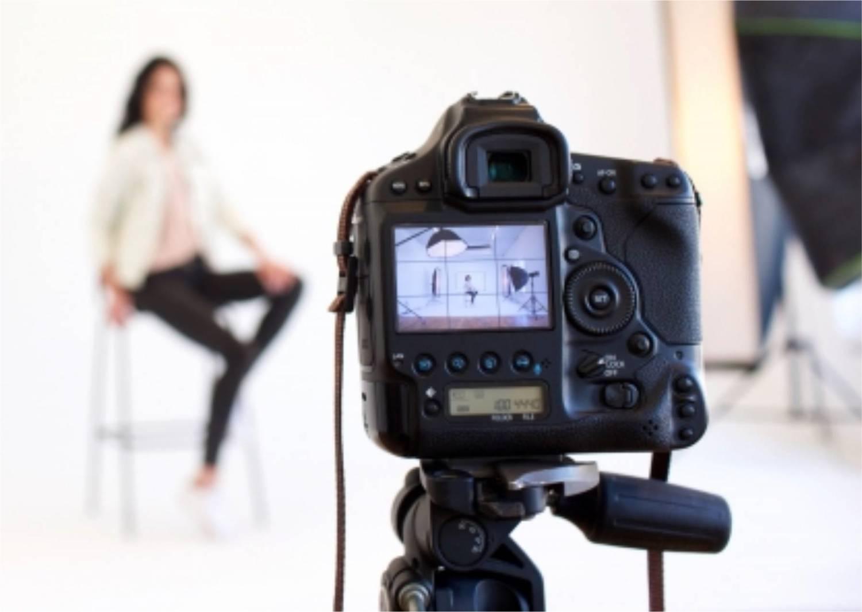 カメラ モデル女性 撮影
