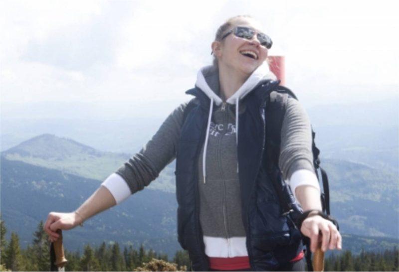 女性 ハイキング トレッキング 外国人
