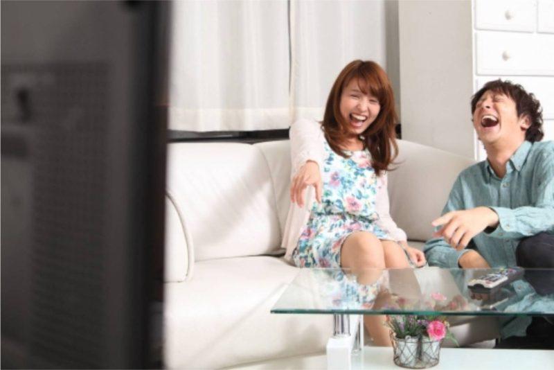 テレビ 鑑賞 男性 女性 カップル
