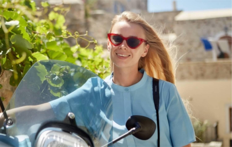 バイク 女性 外国人