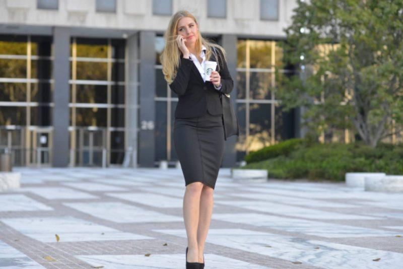 女性 外国人 ビジネスパーソン キャリアウーマン 靴