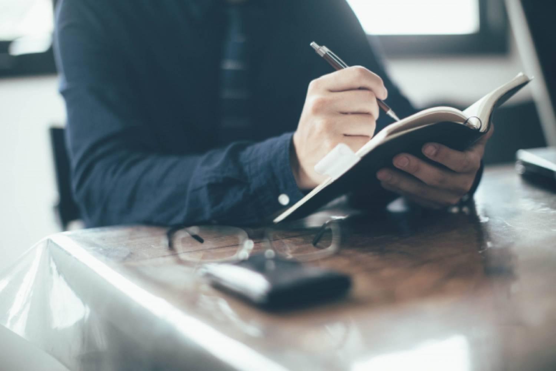 ノートパソコン ビジネス オフィス 男性