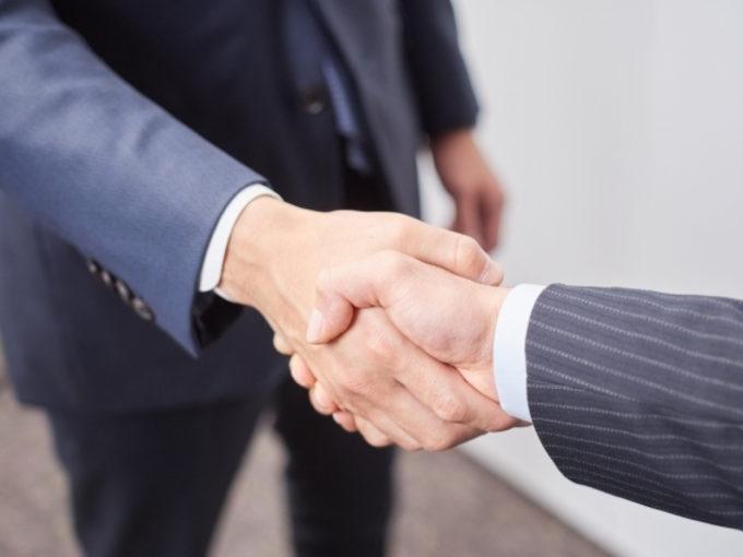 ビジネスマン ビジネスパーソン 握手